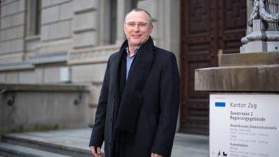 Marc Höchli vor dem Regierungsgebäude in Zug. (Bild: Maria Schmid (Zug, 4. Januar 2021))