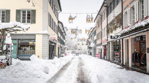 Vor den grossen Räumungsaktionen liegen noch Unmengen Neuschneein der Altstadt. (Bild: Andrea Stalder (Frauenfeld,15. Januar 2021))