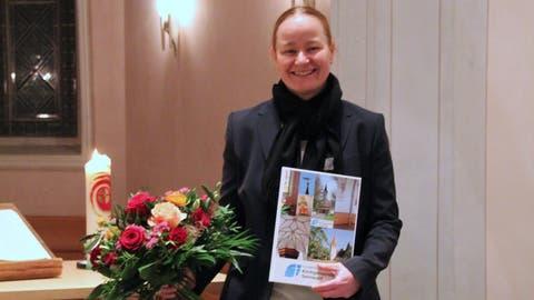 Nanette Rüegg erhielt Willkommensgeschenke bei der Begrüssung. (Bild: PD)