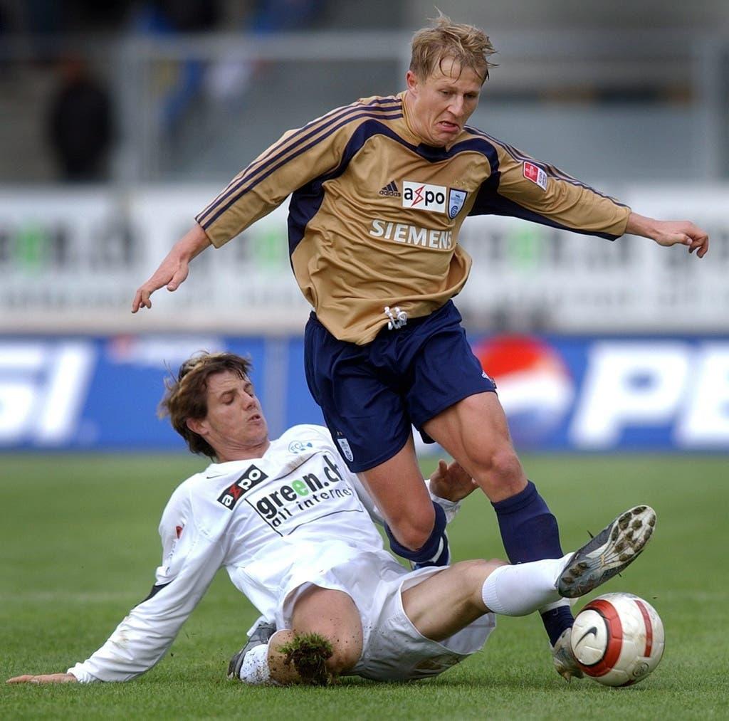 Zürcher Derby: Christoph Spycher (oben) gegen FCZ-Spieler Xavier Margairaz.