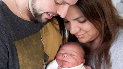 Noelia Alea ist nicht nur das erste Zentralschweizer Baby 2021, sondern auch das erste Kind von Roland undAlbina Preka. (Bild: Luzerner Kantonsspital (Sursee, 2. Januar 2021))