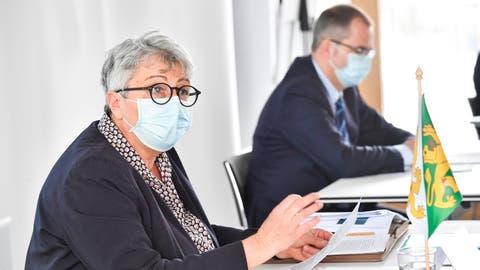 Erläuterten die dritte Etappe der Neustrukturierung des Asylwesens: Cornelia Komposch, Chefin des Departements für Justiz und Sicherheit, sowie Urs Martin, Chef des Departements für Finanzen und Soziales. (Bild: Donato Caspari (20. Januar 2021))