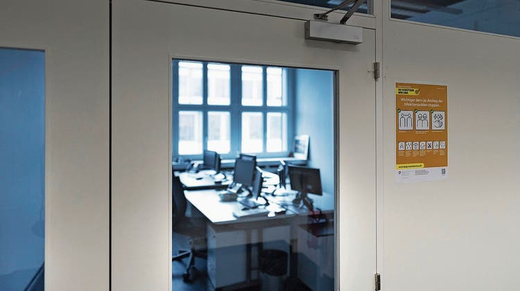 Viele Büros in der Schweiz sind derzeit verwaist, weil die Angestellten von zu Hause aus arbeiten. (Bild: Gaëtan Bally/Keystone)