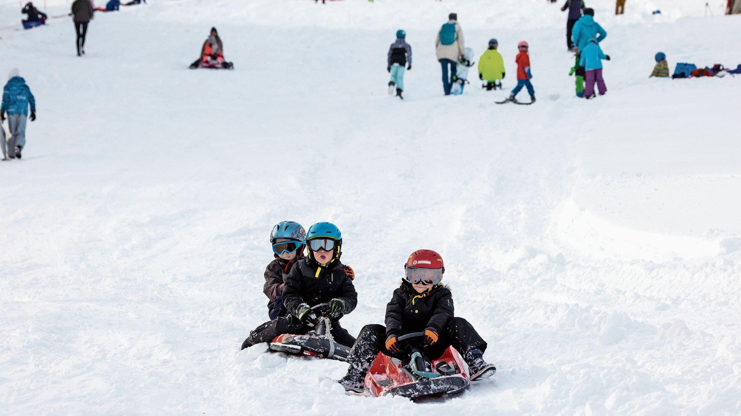 Erstmals in dieser Saison dürfen die Kinder in Villigen auf die Piste. Es folgen weitere Bilder aus dem Winterwunderland.