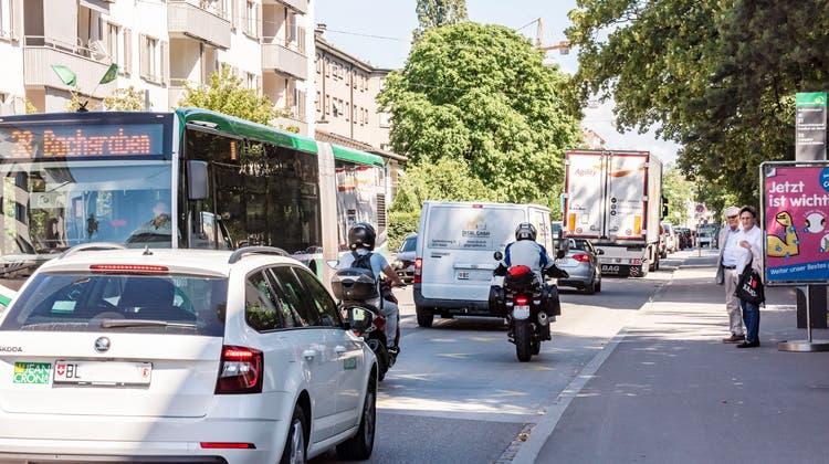 Zwei neue Initiativen: Autos sollen Bussen und Velos weichen