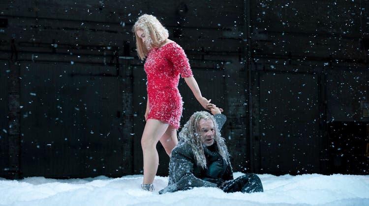Requisiteurin am Theater Basel: «Unser Schnee darf nicht brennbar sein»