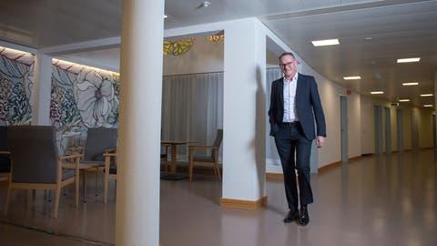 Chefarzt Josef Jeneweinin der Klinik Zugersee. (Bild: Maria Schmid (Oberwil, 17. Dezember 2019))