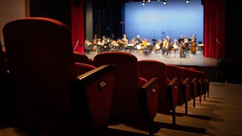 «Nach der Pause geht es weiter»: Sinfonieorchester und Opernensemble spielen trotzdem im Theater-Provisorium, wenn auch nur konzertant und ohne Live-Publikum. (Bild: Benjamin Manser)