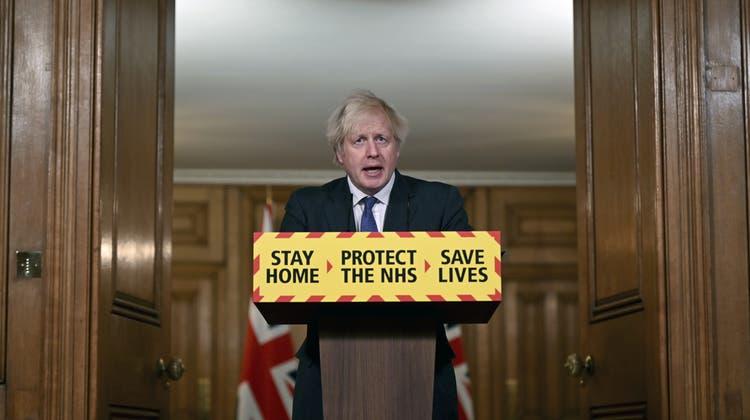 Boris Johnson sorgte mit seiner Aussage zur Tödlichkeit der Corona-Mutation für Kritik. (Leon Neal / AP)