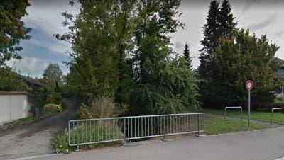 Der Mühlebach und der Fussgängerweg, der von der Kreuzlingerstrasseweg ins Sandackerquartier führt. (Bild: Google Maps)