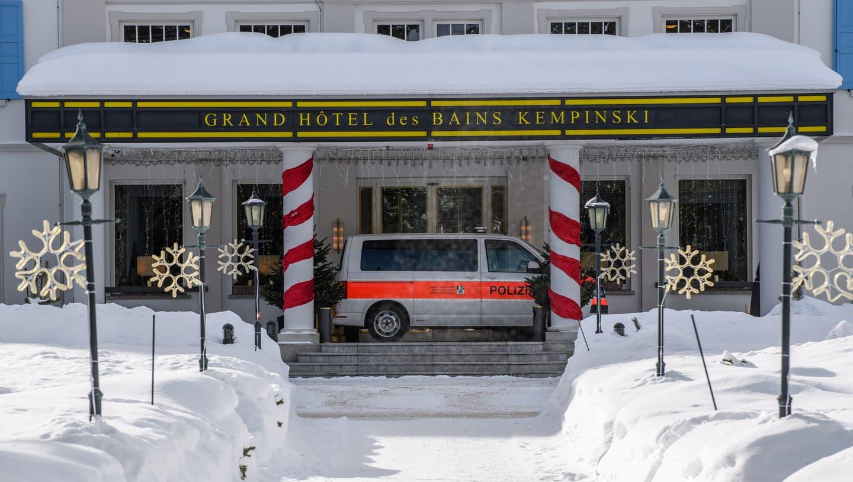 In St. Moritz wurden zwei Hotels wegen des mutierten Coronavirus unter Quarantäne gestellt. Mit Massentests wurde darauf im Dorf nach Infizierten gesucht. (Keystone)