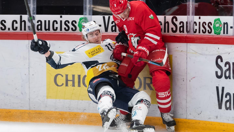 In einem zerfahrenen Spiel reiben sich Ambri-Piotta und Lausanne in vielen Zweikämpfen auf, am Ende gewinnen die Westschweizer. (freshfocus)