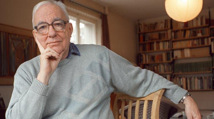 Der Schriftsteller und alt Pfarrer Kurt Marti am Freitag, 19. Januar 2001, kurz von seinem 80. Eburtstag, in seinem Domizil in Bern. (Alessandro Della Valle / KEYSTONE)