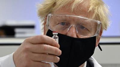 Hält er die Hand auf die Impfdosen von Astrazeneca? Der britische Premier Boris Johnson. (Keystone)