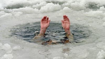Abtauchen ist nur was für Fortgeschrittene. Anfängern halten den Kopf besser aus dem Wasser. Der Kick kommt auch so.