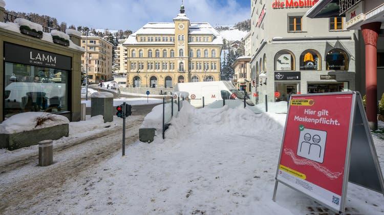 In St. Moritz kam es jüngst zu einer Ausbreitung des mutierten Coronavirus. (Symbolbild) (Keystone)