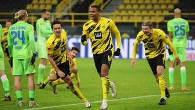 Manuel Akanji (vorne) feiert sein Tor zum 1:0 für Borussia Dortmund. (Keystone/EPA)