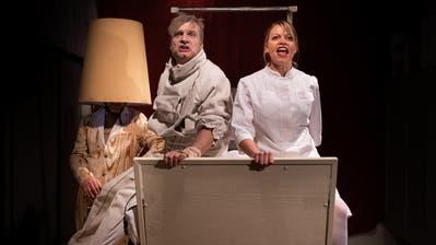 Oliver Kühn und Martina Flück in der aktuellen Theater-Jetzt-Produktion «Trainingslager». (Bild: PD)