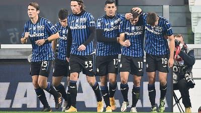 Atalanta Bergamo siegt souverän gegen Sassuolo. Remo Freuler (zweiter von links) steuerte einen Assist bei. (Keystone/EPA)