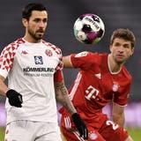 Musste lange einem Rückstand nachrennen: Thomas Müller (rechts) im Bayern-Dress. (EPA)
