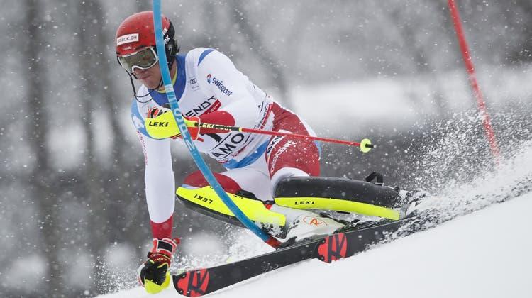 Fährt nach einer starken Fahrt im zweiten Lauf auf Rang zwei: Ramon Zenhäusern. (AP)