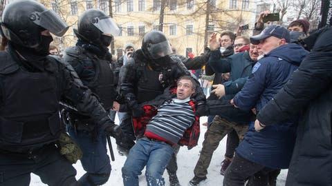 Aufstand der Schwachen: Viele Russen haben genug vom System Putin. Nicht einmal die brutalen Polizeitrupps können sie noch abschrecken. (Anatolij Medved/NurPhoto)