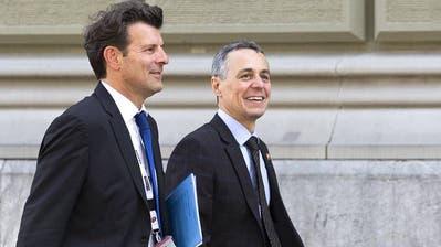 Fallen gelassen: Staatssekretär Roberto Balzaretti (links) mit Ignazio Cassis (Keystone)