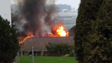Scheunenbrand in Mauensee fordert zwei Verletzte