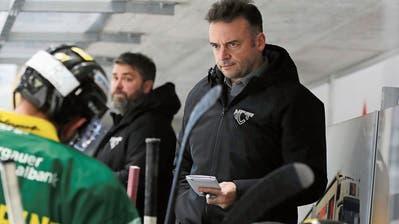 Trainer Stephan Mair und Assistent Beni Winkler (im Hintergrund) sind gespannt auf das heutige Spiel in Langenthal. (Bild: Mario Gaccioli (Weinfelden, 21. November 2020))