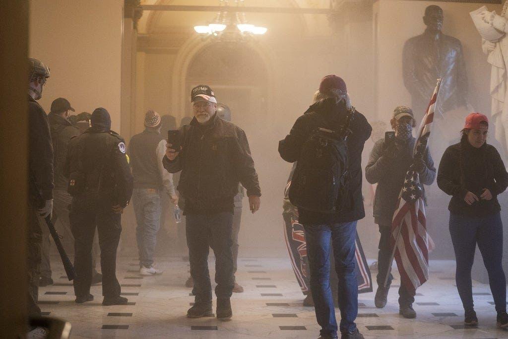 Die Proteste aufgebrachter Anhänger des abgewählten US-Präsidenten Donald Trump in der Hauptstadt Washington sind am Mittwoch ausgeartet ...