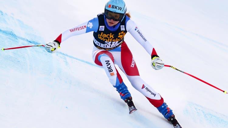 Zuletzt auch in Val d'Isère am Start: Luana Flütsch muss verletzungsbedingt für den Rest der Saison Forfait geben. (Keystone)
