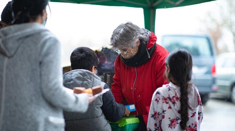 Weihnachten am Dreikönigstag: Die Flüchtlinge werden von den Kirchen und der Bevölkerung beschenkt