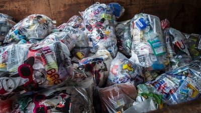 Der für Plastikabfall konzipierte Sammelsack namens Kuh-Bag. (Bild: Andrea Stalder)