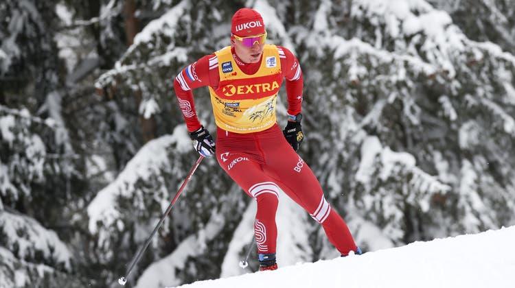 Alexander Bolschunow bestreitet bei der 5. Etappe der Tour de Ski ein einsames Rennen. (Keystone)