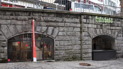 In den zwei verglasten Mauernischen sind die Werke bis zum 12. Januar ausgestellt. (Bild: Siri Würzer (7. Januar 2021))
