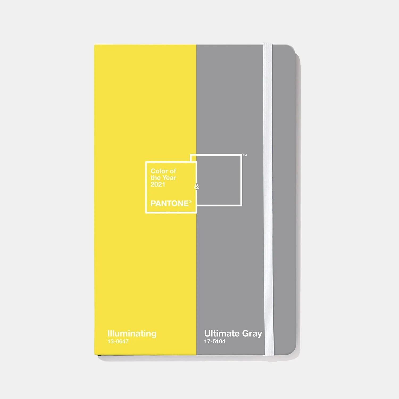 Das Notizbuch von Pantone kommt 2021 – klar –in den Trendfarben UltimateGray und Illuminating. pantone.com, zirka 14 Euro.