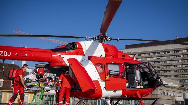 Kritischer Zustand: Die Frau musste mit dem Helikopter ins Spital gebracht werden. (Symbol) (Keystone)