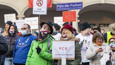 In Altdorf, Sarnen, Stans und Schwyz hat am Samstag eine bewilligte Kundgebung gegen die «Corona-Willkür» stattgefunden. (Bild: Urs Hanhart (Altdorf, 9. Januar 2021))