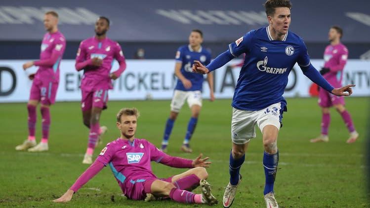 Was für ein Tag: Der 19-jährige Matthew Hoppe erzielt gleich drei der vier Schalker Tore. (Keystone)