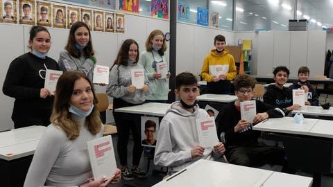 Die Jugendlichen der Sekundarschulklassen von Beatrice Keller-Schöni und Werner Gunterswiler im Oberstufenzentrum Auen. (Bild: PD/Stefan Hilzinger)