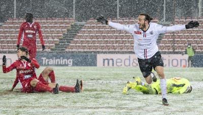 Jubel bei Raoul Giger: Er trifft in der 113. Minute zum 3:2. Es ist sein erstes Tor für die erste Mannschaft des FC Aarau. (KEYSTONE)