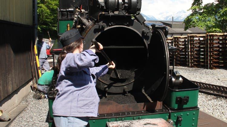 Mit tonnenschwerer Mechanik, Kohle und Knochenarbeit keucht die Lok den Berg hoch. (Bild: Axel Baumann)