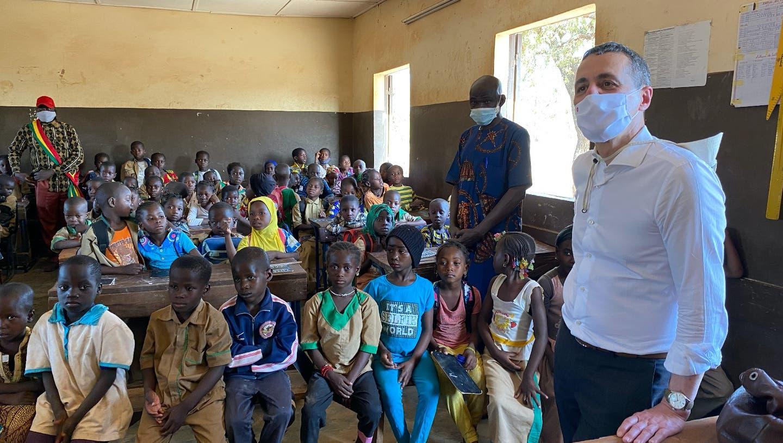 Bundesrat Ignazio Cassis besucht eine Schule im westafrikanischen Mali. (EDA)