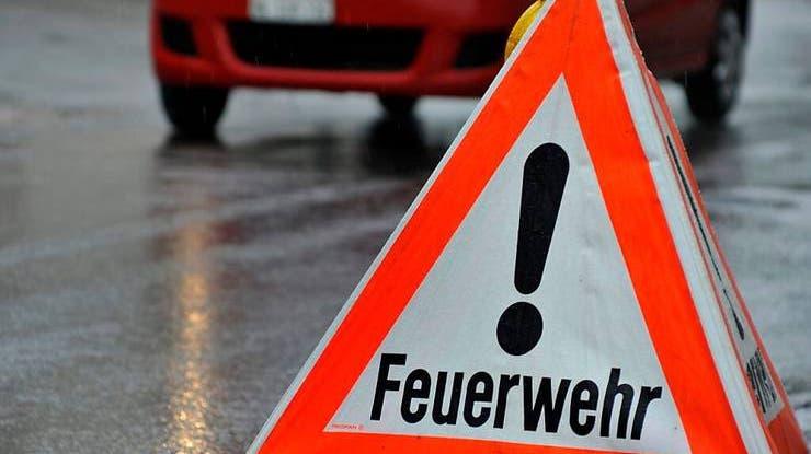 Rauchentwicklung im Zimmer eines Schulhauses führte am Donnerstagmorgen in Männedorf zu einem Feuerwehreinsatz. Es wurde niemand verletzt. (Symbolbild) (Keystone/Georgios Kefalas)