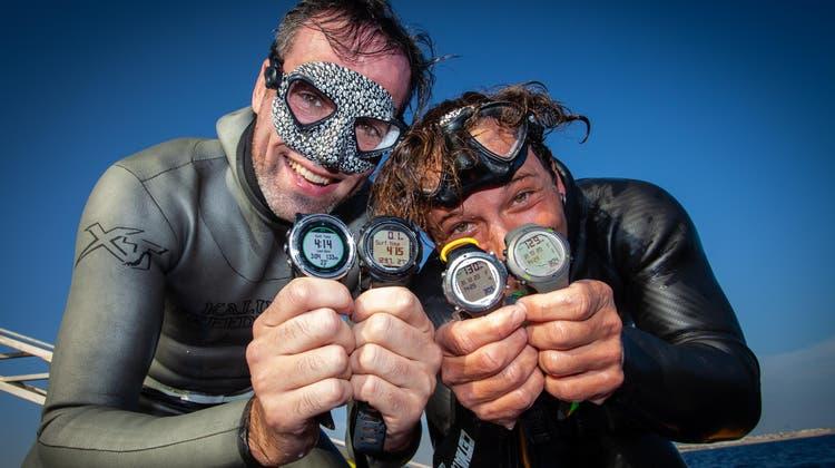 Freuen sich über den Weltrekord in der Disziplin «No Limits, tandem»: Daniel Röttgermann (links) und Tito Zappala. (Alice Cattaneo)