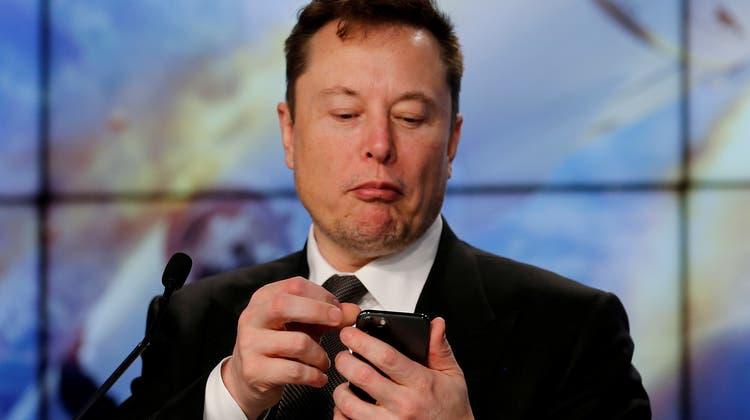 Entstehung eines neuen Meme: Musk weiss neue Trends zu setzen (Joe Skipper / X03635)