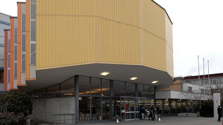 Die Wirtschaftsschule Thun wird nun zwischenzeitlich zum Testzentrum umfunktioniert. (Keystone)