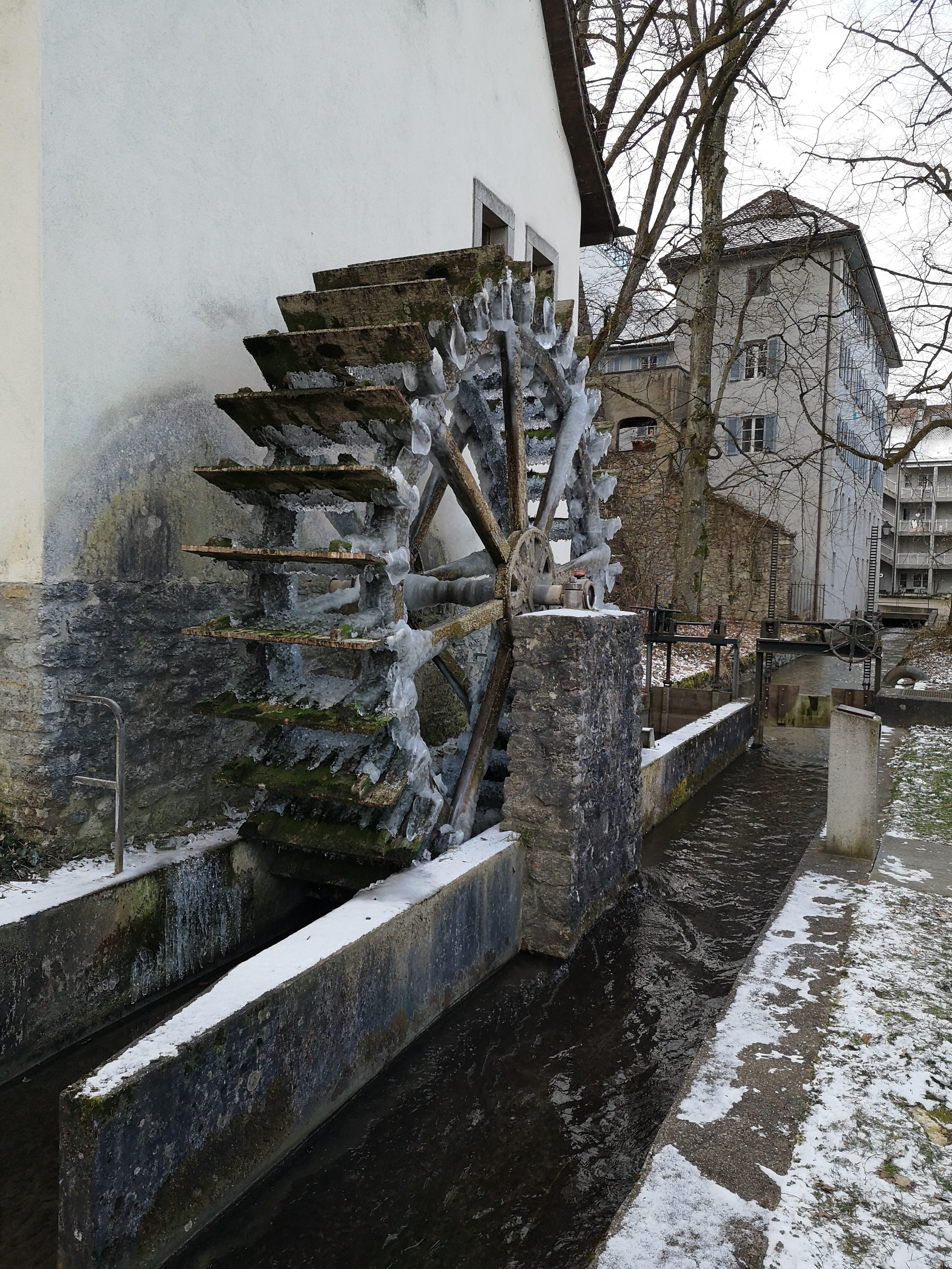 In Eis gehüllt: Die Mühle in Aarau.