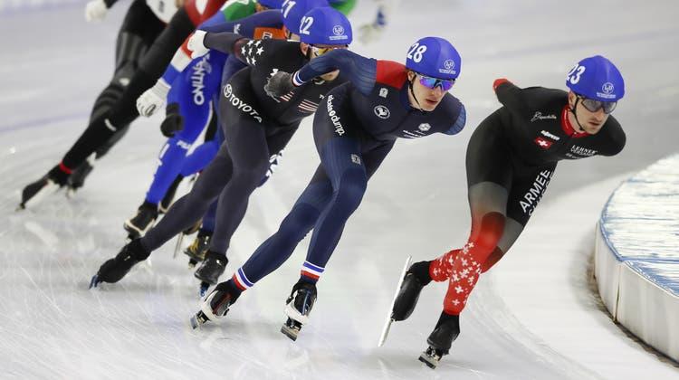 Der Luzerner Livio Wenger (rechts) führt hier das Rennen im Halbfinal an. (Peter Dejong/AP)