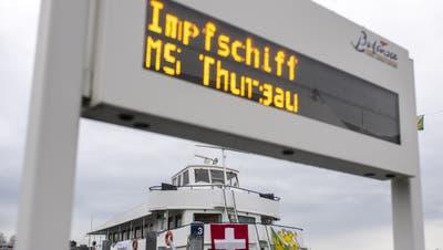 Blick auf das Impfschiff, aufgenommen am Dienstag, 2. Februar 2021, in Romanshorn. (Bild: Gian Ehrenzeller/Keystone)